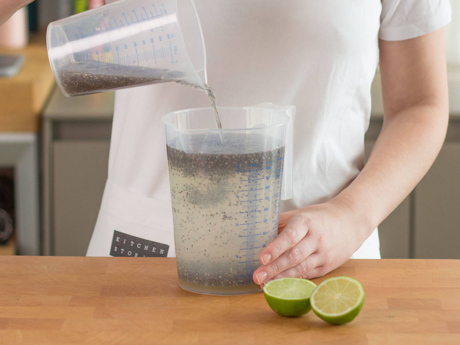 Add lime juice and agave nectar to chia seed water. Stir thoroughly and then add to rest of the water.