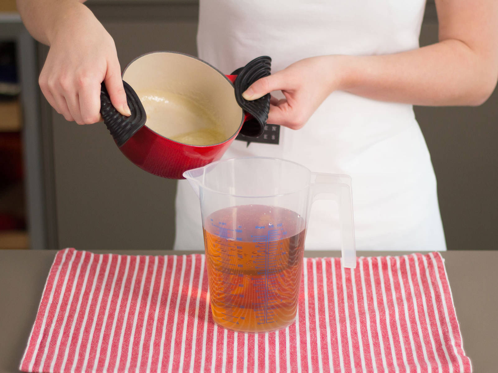 Add vanilla extract to pan. In a large measuring cup, mix apple juice and ginger ale. Pour contents of the pan into apple juice and ginger ale mixture. Stir carefully and enjoy!