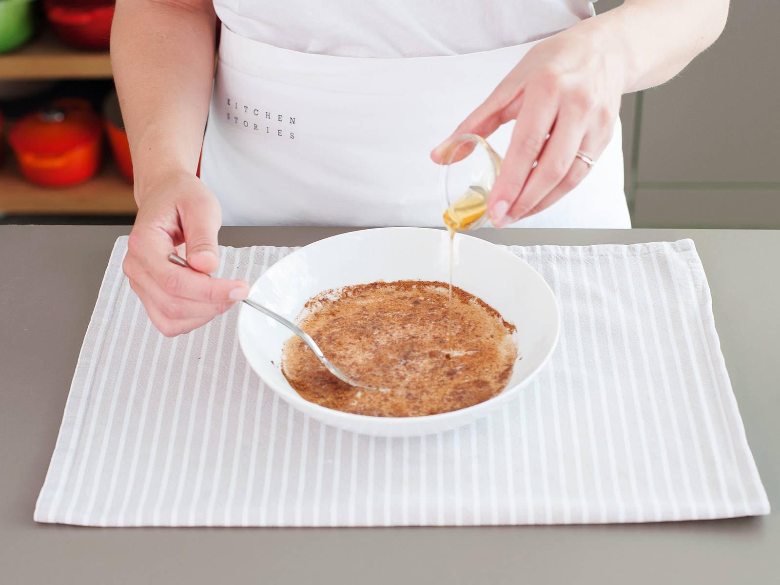 加入牛奶、肉桂和蜂蜜,搅拌均匀。