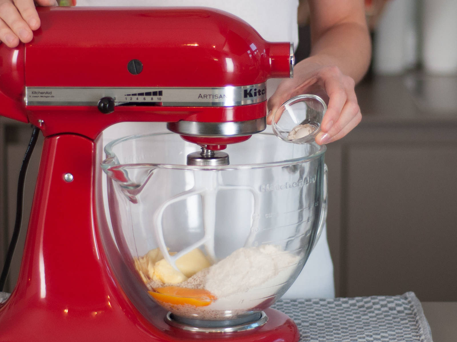 Preheat oven to 170°C/335°F. In a standing mixer, beat together ground almonds, protein powder, egg yolk, Splenda, lemon juice, butter, and carob powder for approx. 2 – 3 min. until dough has a crumbly texture.