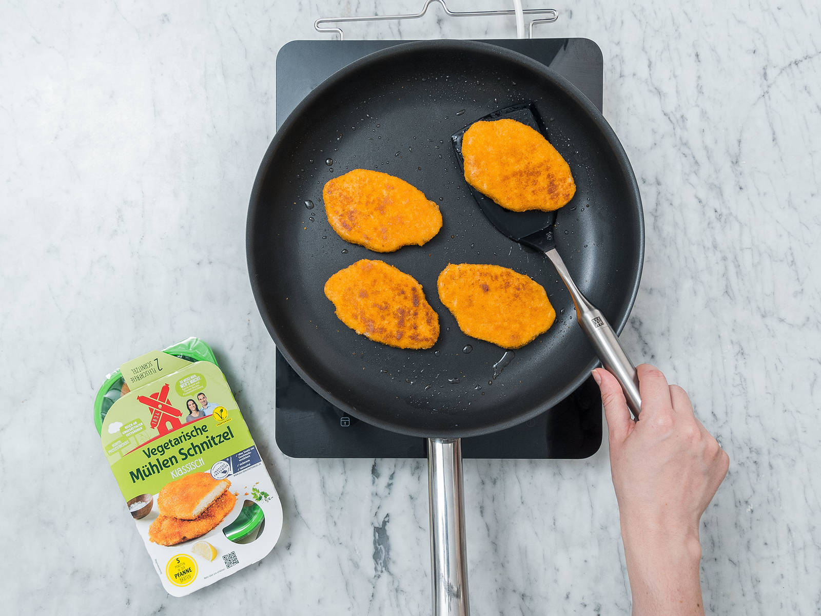 Heat vegetable oil in a large frying pan. Add vegetarian cutlets and fry from each side for approx. 2 – 3 min. Remove from pan and let cool down for 1 – 2 min., then slice each cutlet.