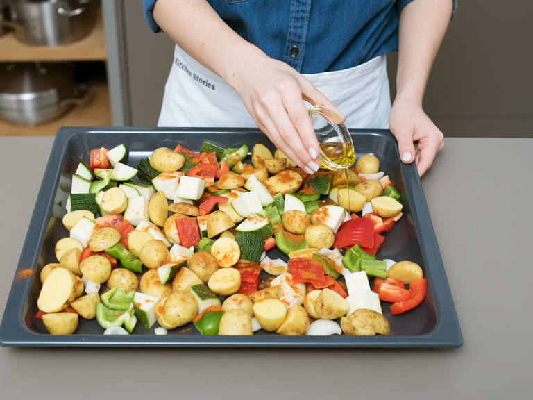 Halve or quarter potatoes. Halve bell peppers, remove seeds, and cut into strips. Peel and quarter onions. Cut zucchini into bite-sized chunks. Distribute vegetables over baking sheet. Drizzle with olive oil and sprinkle with paprika, salt, and pepper. Toss to coat. Transfer to oven and roast at 180°C/350°F for approx. 35 min.
