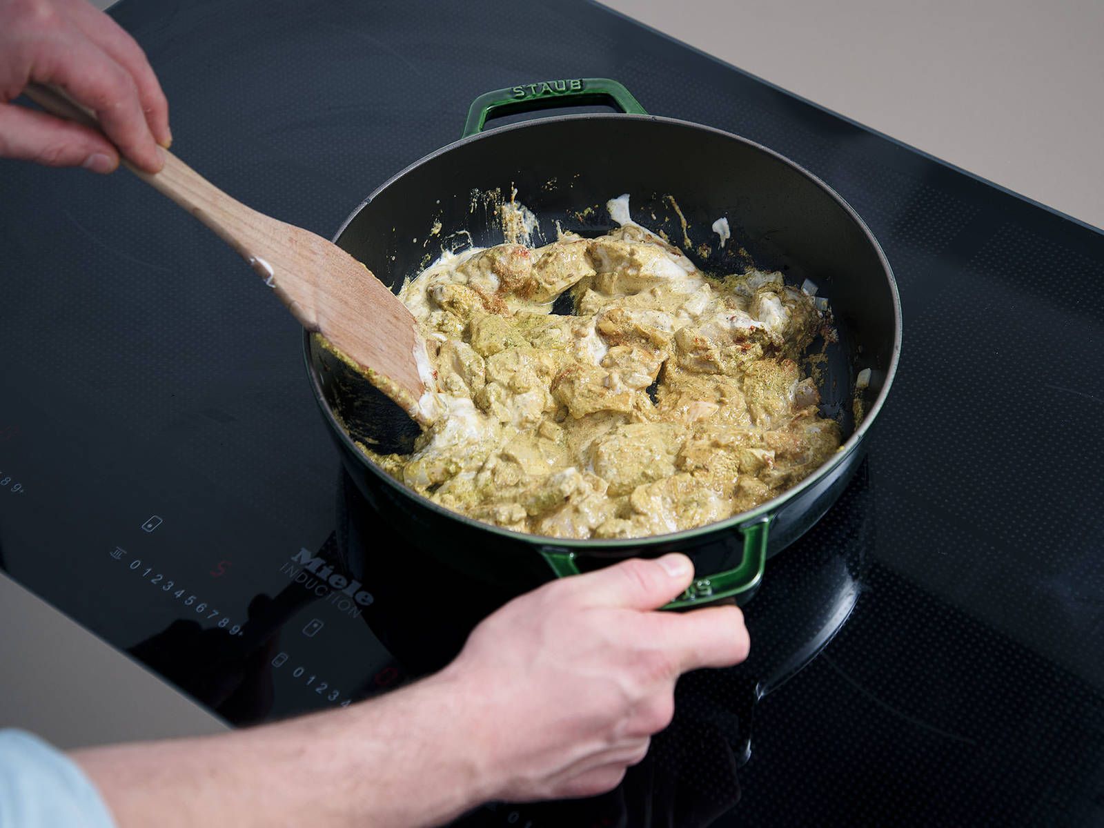Peel and finely dice onion. Heat oil in a frying pan. Add onions and sauté for approx. 2 min. Add cumin seeds, chicken, tomato paste, and masala. Stir to combine and cook for approx. 8 min. Season to taste with salt.