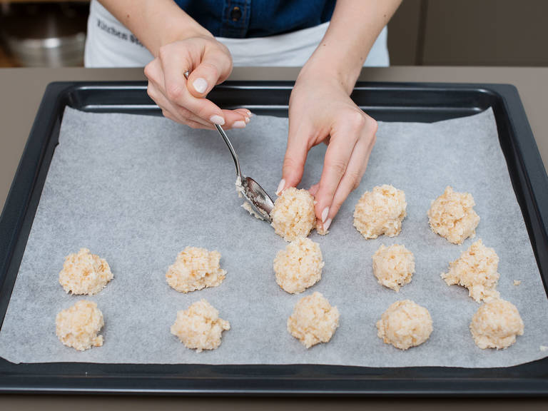 Form coconut mix into 20 small balls and distribute over a parchment-lined baking sheet. Transfer to oven at 170°C/350°F for approx. 15 min. The macaroons should be lightly browned and still a bit soft. Take out of oven and set aside to cool.