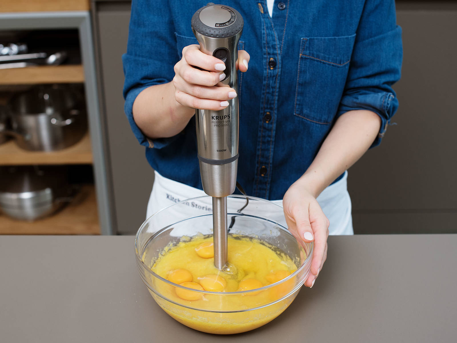 Pre-heat oven to 170°C/340°F. Quarter oranges and remove seeds. Blend oranges with a hand blender in a large bowl, including skins. Add eggs and blend until smooth. In a separate large bowl, mix together ground almonds, sugar, baking soda, and baking powder. Add to wet ingredients and blend until batter is smooth.
