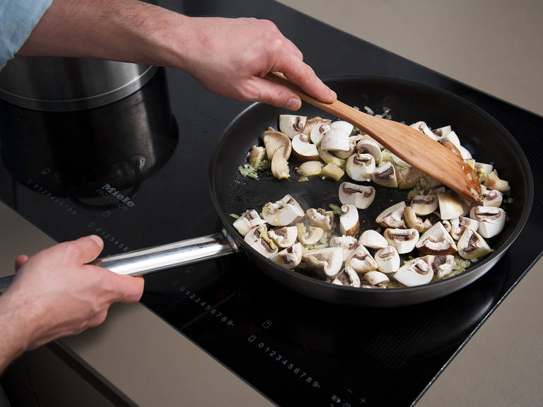 Heat olive oil in a frying pan over medium-high heat. Add onions and garlic, and sauté until translucent. Then, add mushrooms and sauté for approx. 5 min. Season to taste with salt. Add chopped chestnuts and cook for approx. 3 min.