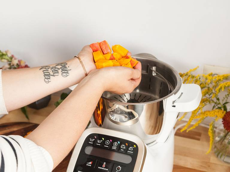 Add water to the bowl of the Prep&Cook and insert the steam basket. Halve pumpkin, remove the seeds and dice. Add the pumpkin chunks to steam basket and run steam program for approx. 35 min. Remove steam basket and drain the bowl. Return it fitted with universal blade. Add steamed pumpkin, cayenne pepper, caraway, cinnamon, salt, and pepper. Blend everything on turbo for approx. 30 sec. Transfer the pumpkin purée to a bowl and set aside.