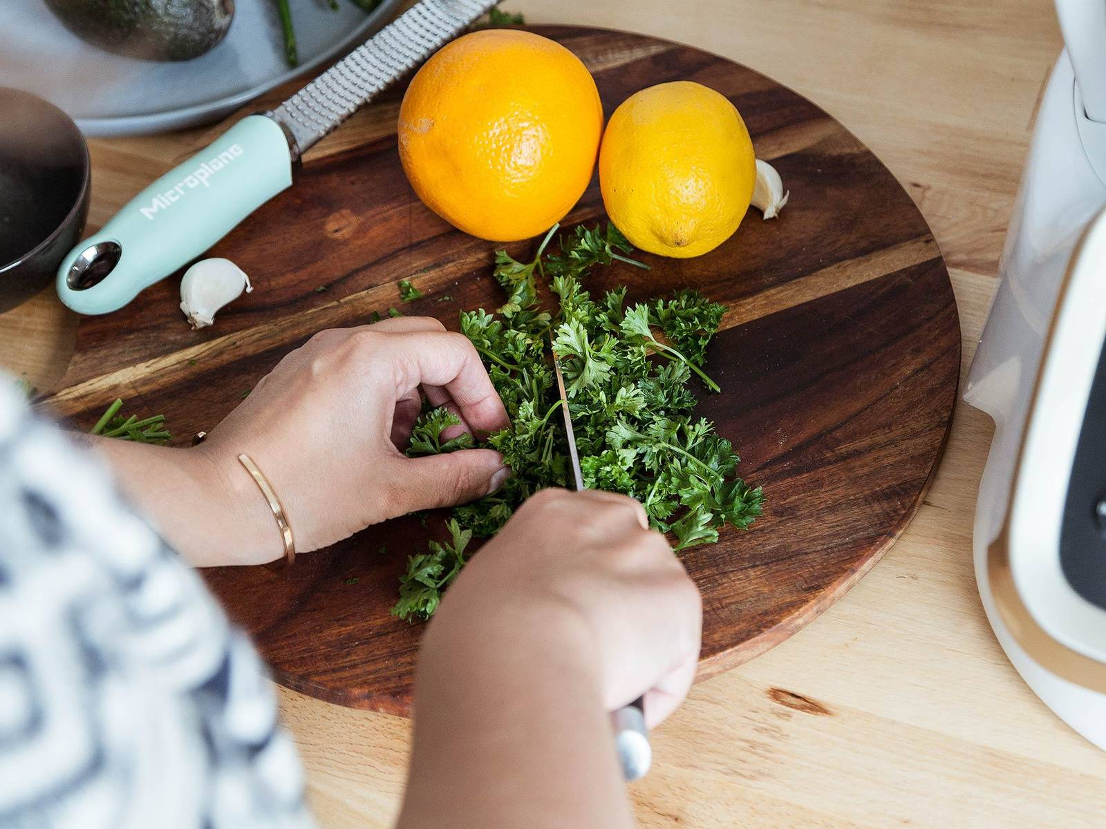 Add universal blade to the bowl of the Prep&Cook. Roughly chop parsley and add it to the bowl. Peel and cut some of the garlic into chunks. Add garlic, orange zest, lemon zest to the bowl and blend for 30 sec. on level 11. Transfer gremolata to a serving bowl and set aside.