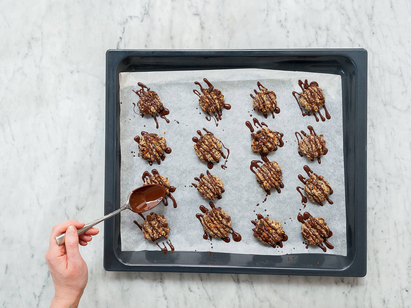In the meantime, melt dark chocolate in a heatproof bowl set over a pot of simmering water. Drizzle melted chocolate over the chilled cookies and enjoy!