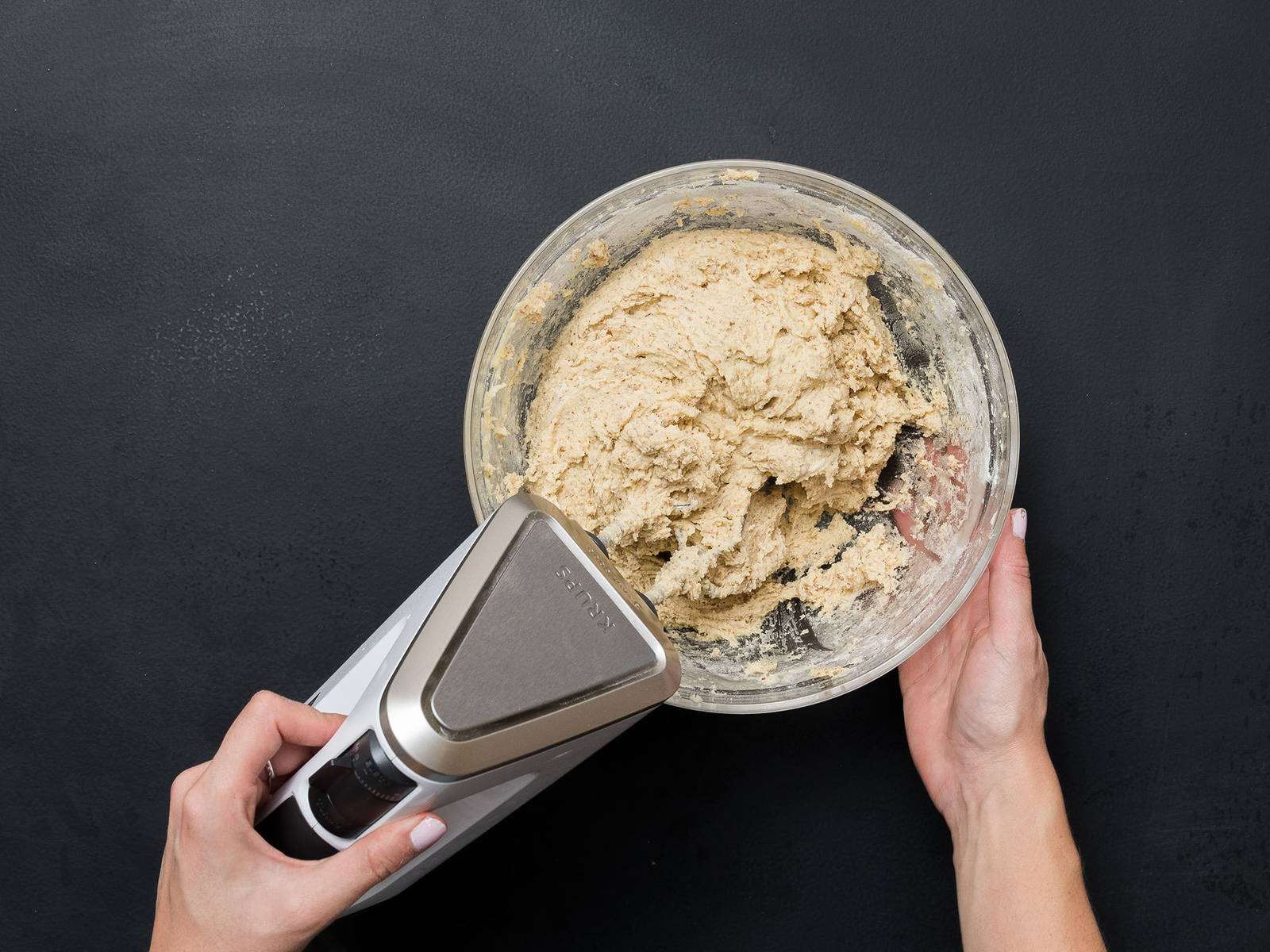 In a large bowl, mix flour and ground almonds and add to egg-butter mixture a little at a time, forming a fluffy dough. Add dough to a piping bag.