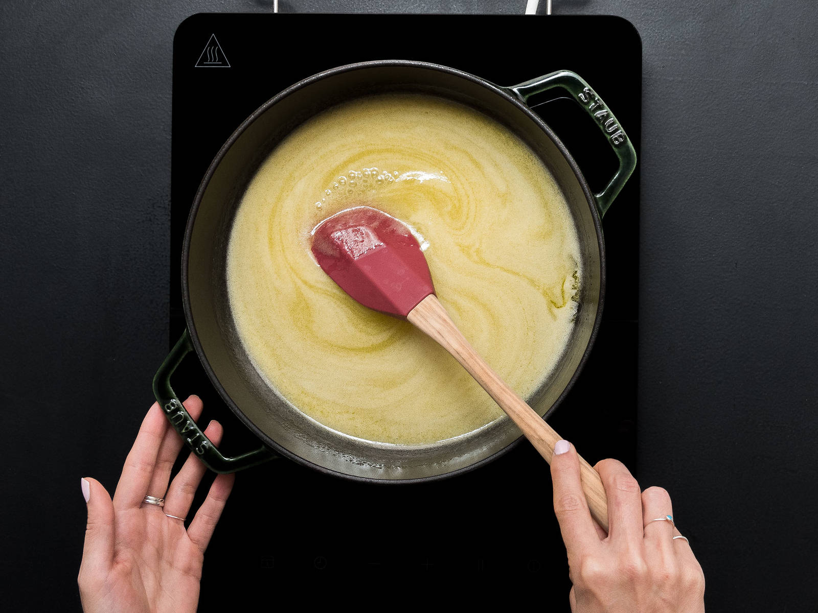 Preheat oven to 180°C/350°F. Add sugar, honey, butter, and heavy cream to a pot and heat at low temperature for approx. 5 min., or until sugar dissolves, stirring occasionally.  Let simmer for approx. another 5 min. on medium heat.
