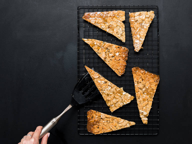Let cool for 10 min. Cut warm mass into approx. 6x6-cm/ 2.5x2.5- in. squares, then halve the squares diagonally. Alternatively break into desired size. For round Florentines, cut out with a round cookie cutter. Allow to cool completely.