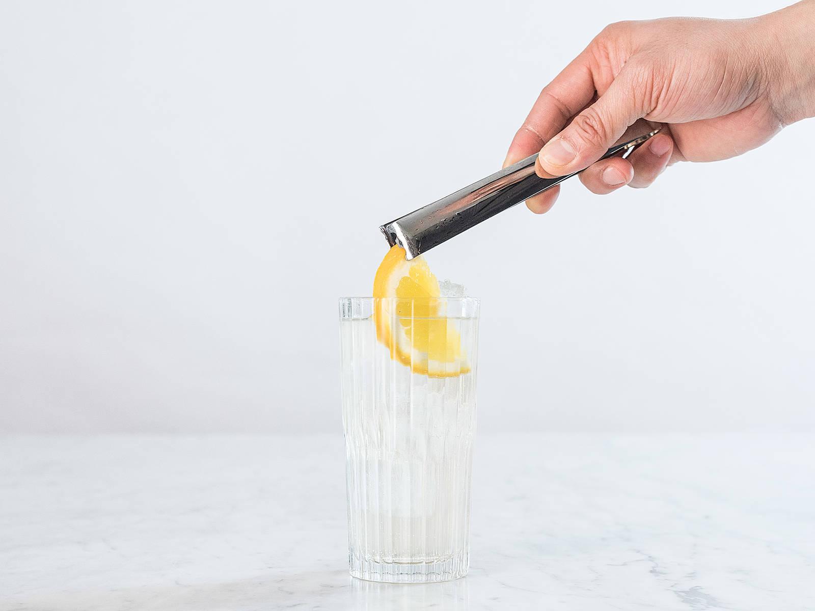 饰以橙子片,尽情享用吧!