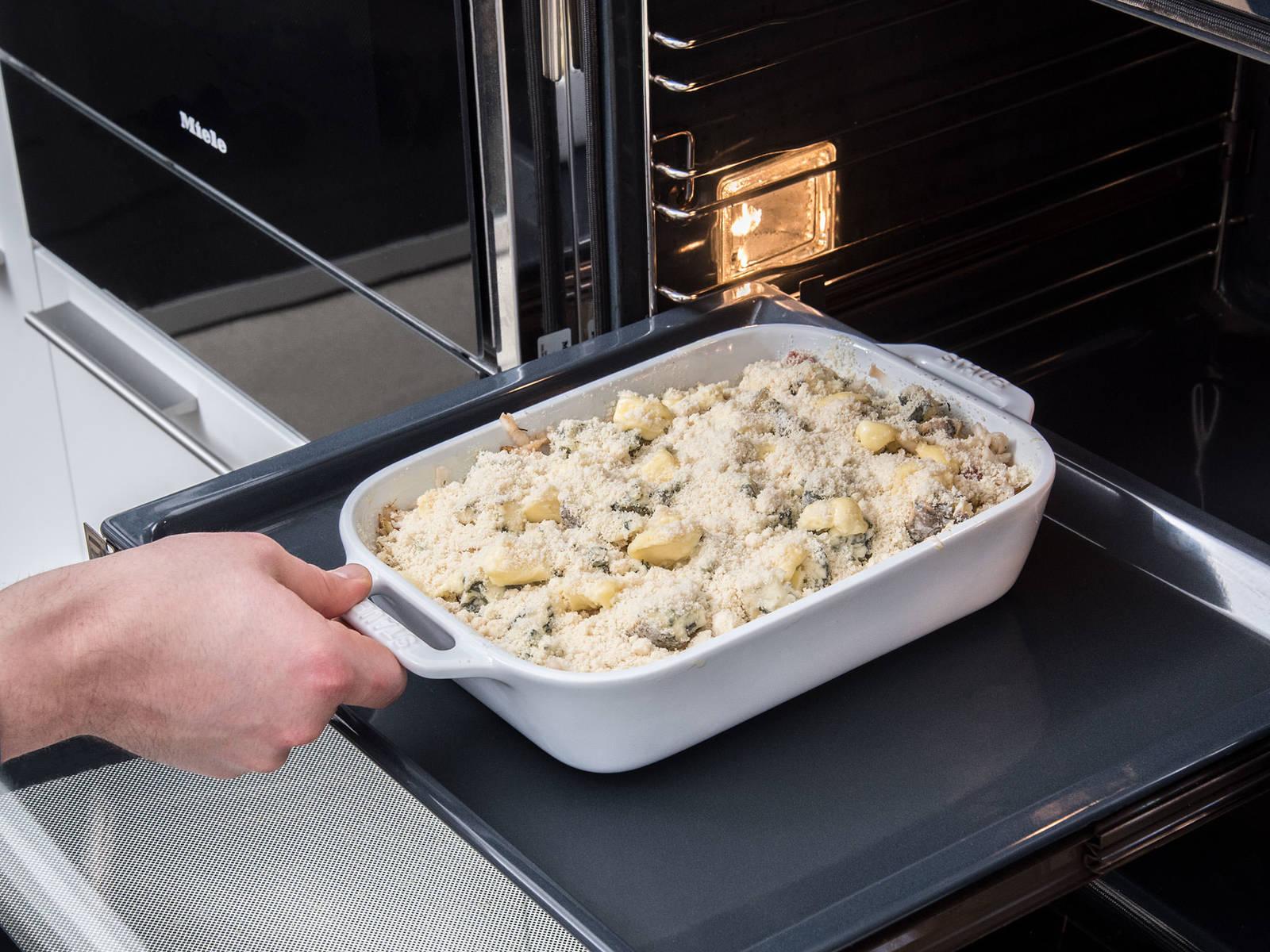 以180℃烤35-40分钟,在最后10分钟时将温度调至200℃。烤好后,饰以梨片。尽情享用吧!