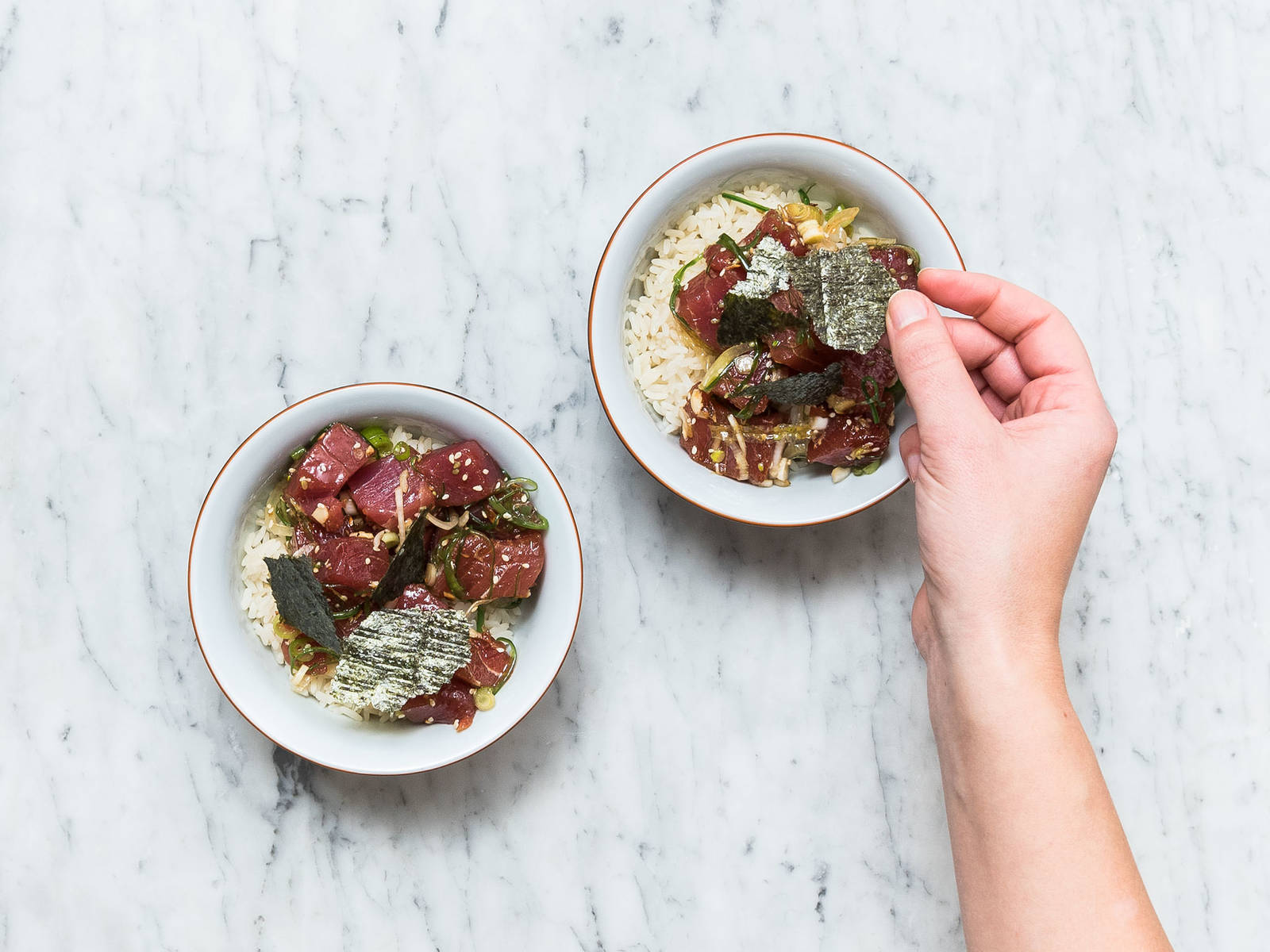 Divide the rice between 2 bowls. Arrange the tuna on top of the rice and sprinkle with shredded nori. Serve immediately. Enjoy!