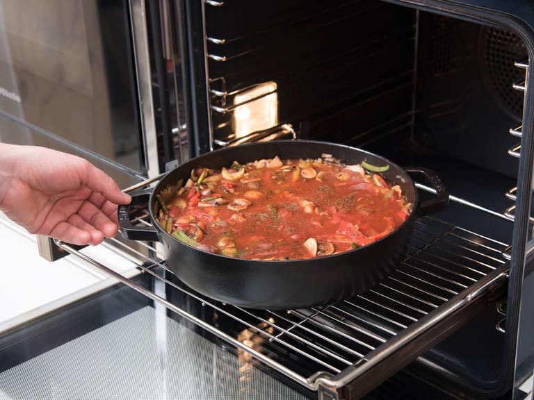 Die Pfanne in den vorgeheizten Backofen stellen und bei 180°C ca. 30 Min. backen. Mit geröstetem Brot servieren. Guten Appetit!