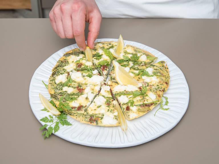 将蛋饼从烤箱中取出,饰以山萝卜、莫尔登海盐,佐以柠檬块。尽情享用吧!