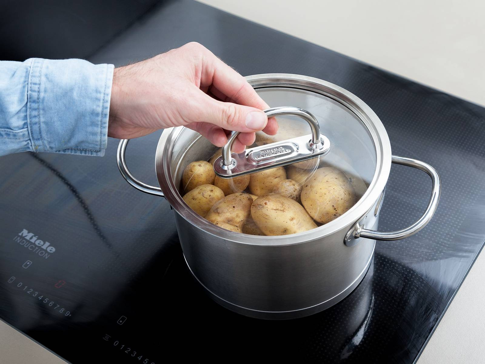 Wash potatoes thoroughly under cold water and add to a pot of water. Salt generously, and cook over medium heat for approx. 20 min. Drain and let cool.