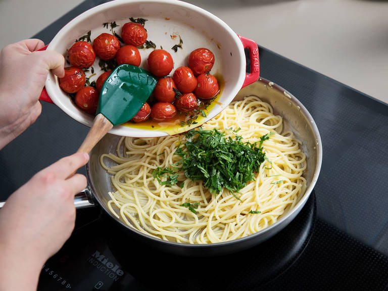 Drain the spaghetti and remove tomatoes from oven. Melt the remaining butter in pan set over medium heat, add the minced garlic and fry for approx. 1 min. Add spaghetti and tomatoes and toss to combine. Season with salt and pepper. Tear mozzarella and scatter over the spaghetti, followed by the pine nuts and basil. Enjoy!
