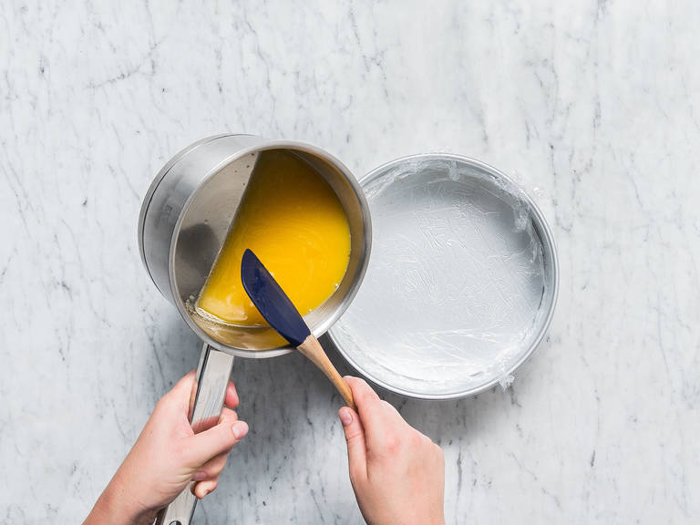 Line a springform pan with plastic wrap and transfer the orange-gelatin liquid to the tin. Let chill in the fridge for approx. 2 hrs., or until the liquid has set and is firm.