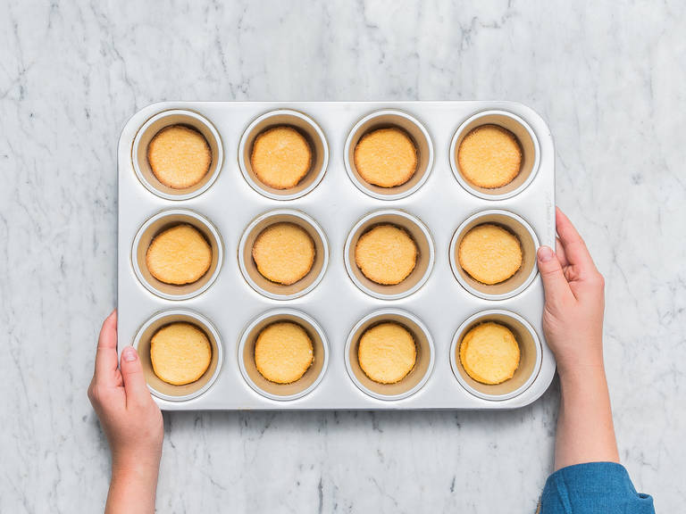 Grease a muffin tin and add 1 tbsp of the dough to each muffin tin hollow. Bake in the oven at 180°C/350°F for approx. 7 min., or until golden brown. Let cool completely and carefully remove from the muffin tin afterwards.