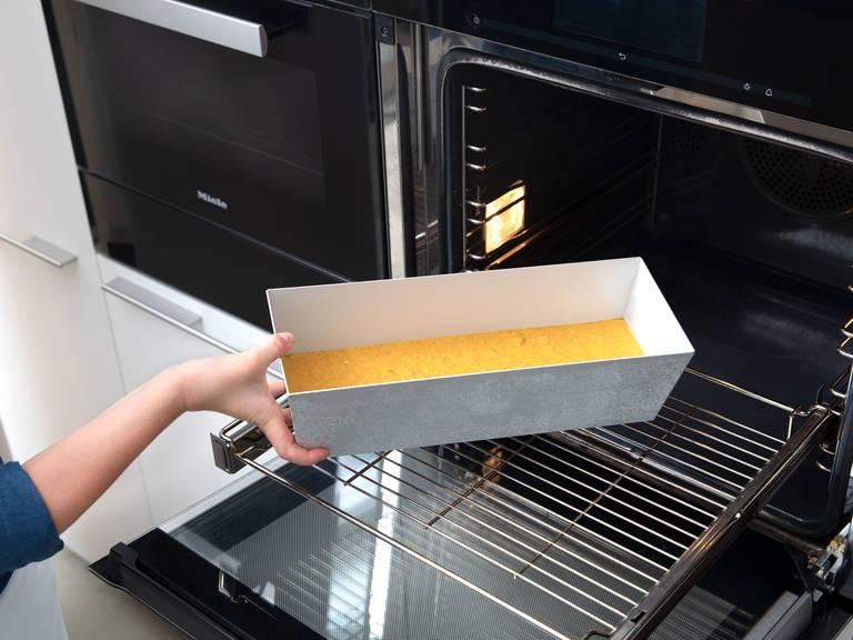 Kastenform mit Butter einfetten und den Teig hineingeben. Bei 175°C ca. 60 Min. backen. Anschließend aus dem Backofen nehmen und ca. 15 Min. in der Form abkühlen lassen. Den Kürbiskuchen stürzen und vor dem Anschneiden auf einem Kuchengitter vollständig auskühlen lassen. Guten Appetit!
