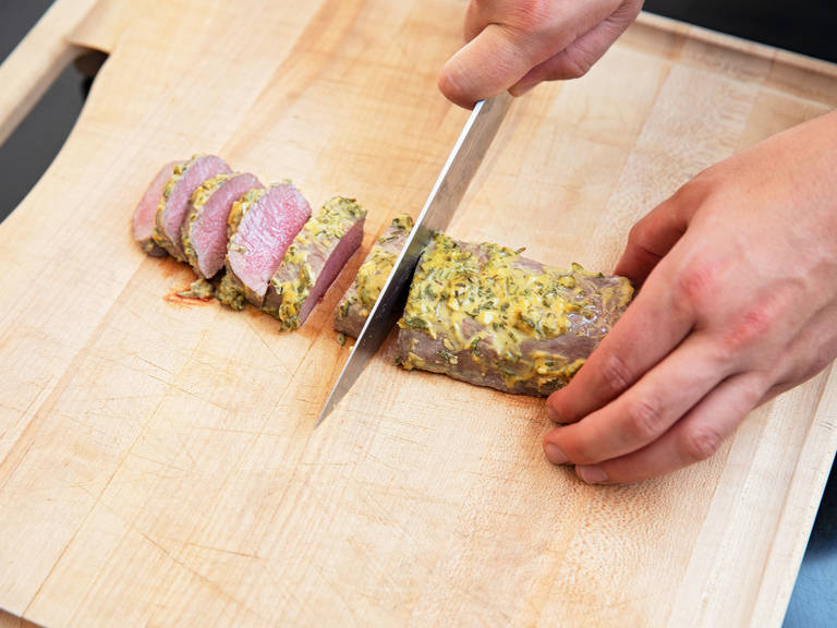Before serving, let lamb saddle rest for approx. 5 min., then slice. Serve with potato gratin, if desired. Enjoy!