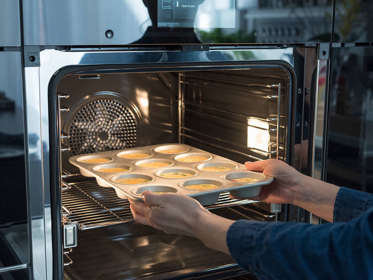 Bake at 190°C/350°F for approx. 20 min., rotating pan halfway through baking time. Serve immediately.