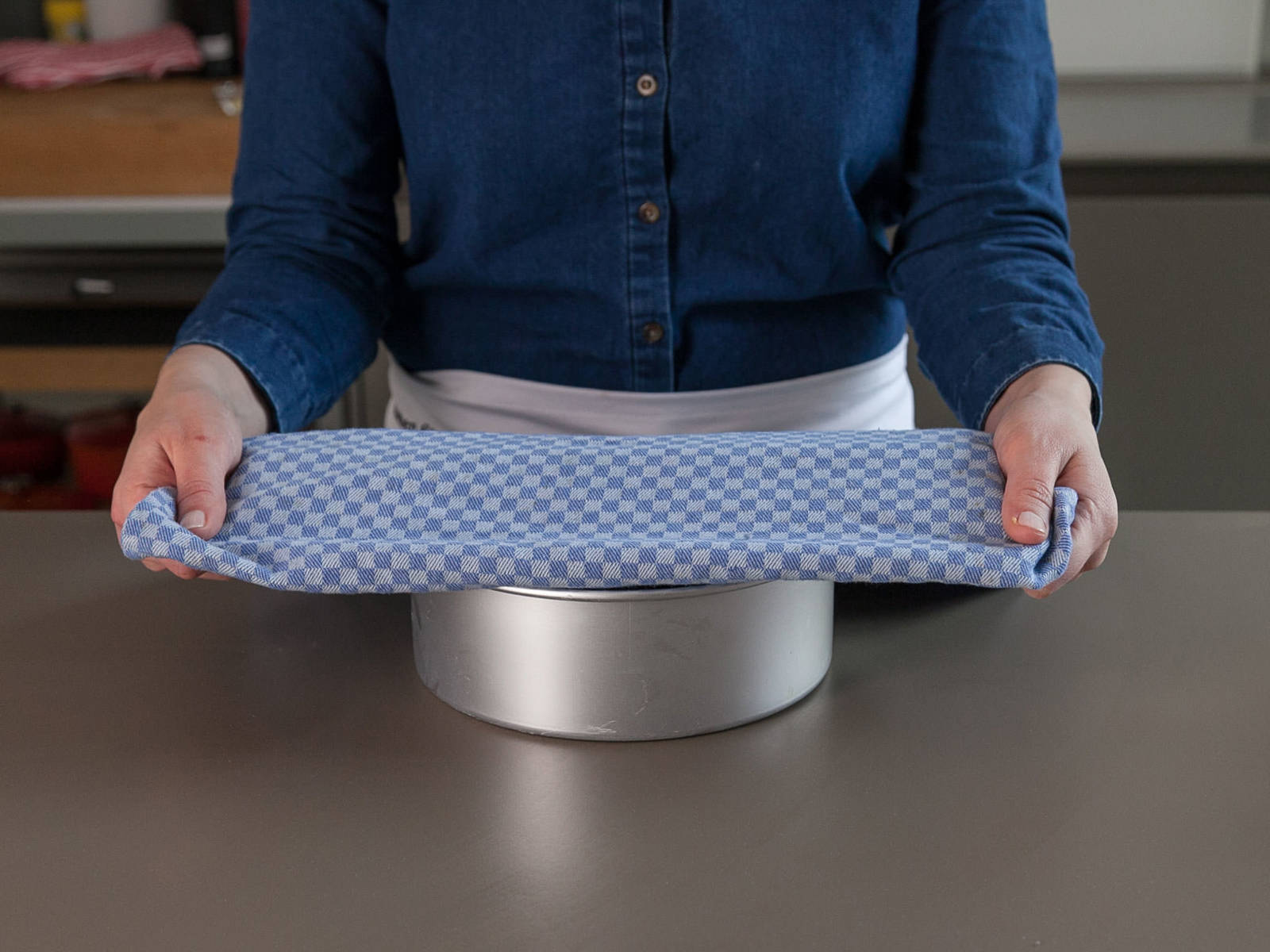 Cover pan with a kitchen towel. Let rise in a warm place for approx. 1 hr., or until dough is doubled in size. Preheat oven to 175°C/350°F.