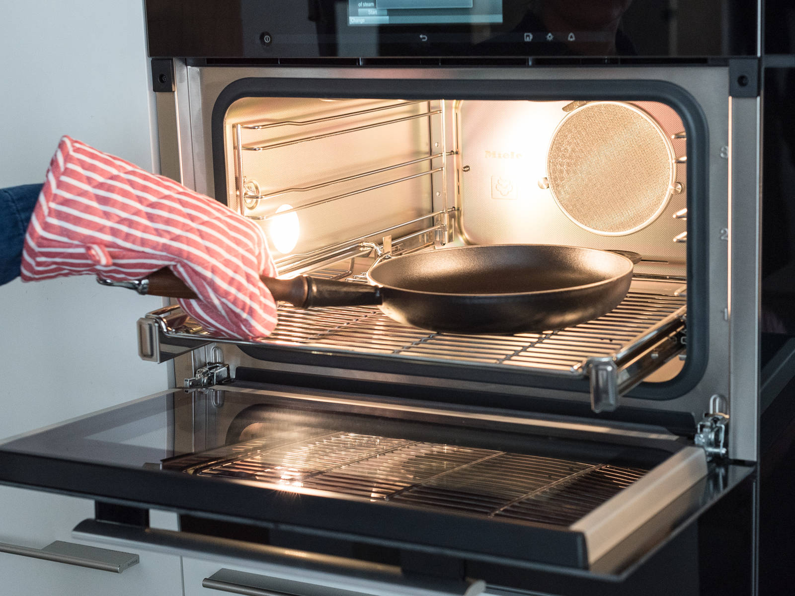 Meanwhile, place an ovenproof frying pan in oven and preheat to 220°C/425°F. Remove frying pan from oven.