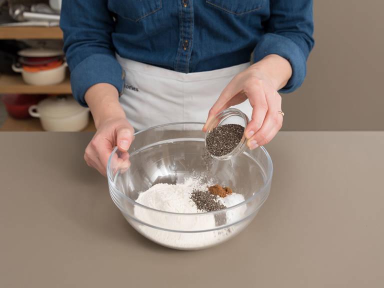 Kastenbackform mit Kokosöl einfetten und beiseitestellen. Bananen mit einer Gabel in einer kleinen Rührschüssel zerdrücken und beiseitestellen. Mehl, Natron, Backpulver, Salz, Zimt und Chiasamen in einer großen Rührschüssel vermengen.