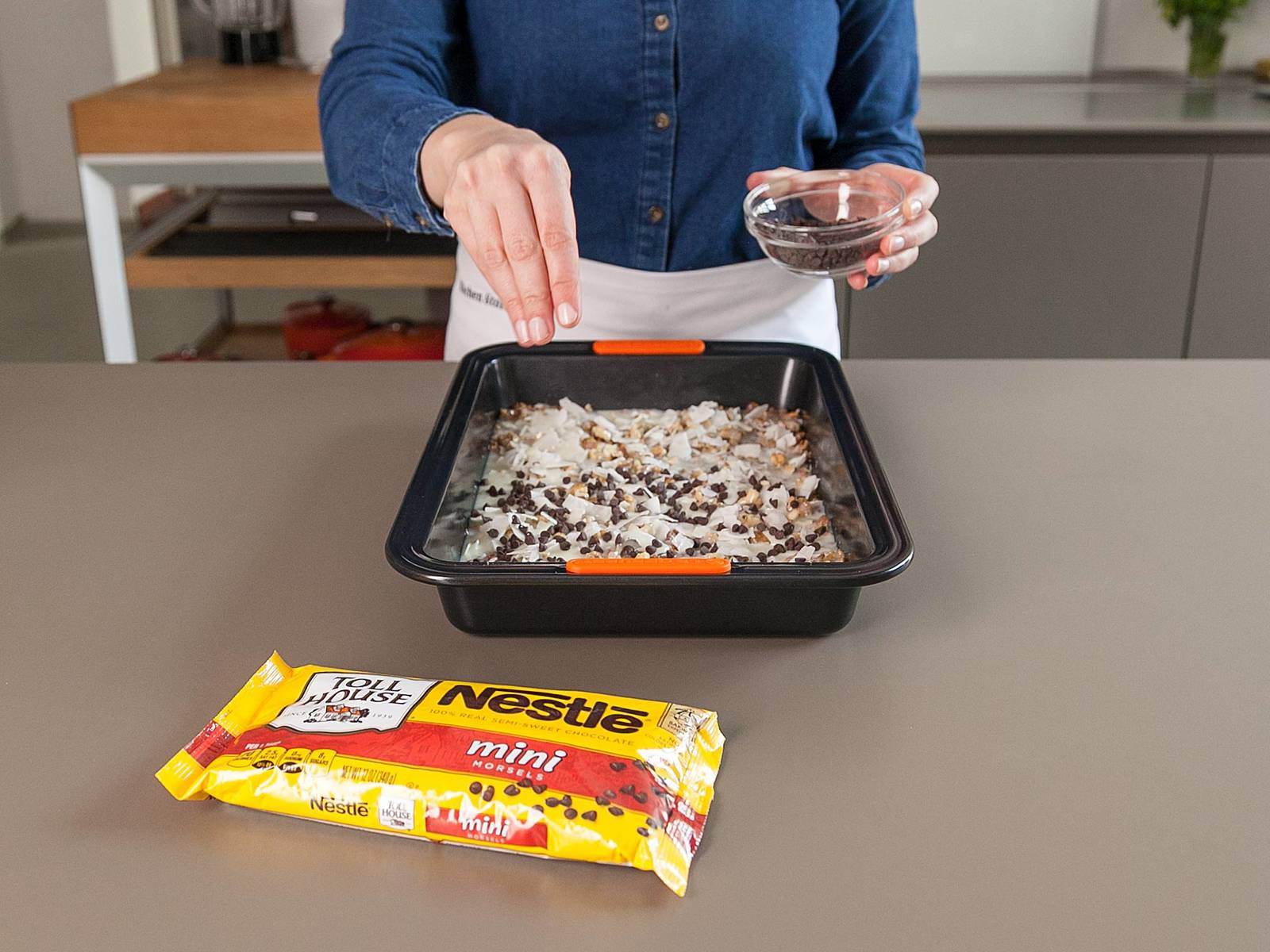 Sprinkle with morsels and remaining crushed pretzels; press down lightly.