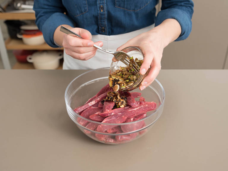 Pour marinade over beef and stir to coat. Seal bag or cover bowl with plastic wrap and marinate in refrigerator for approx. 30 min. or up to 8 hrs. Meanwhile, toast sesame seeds in a frying pan over medium heat until fragrant.