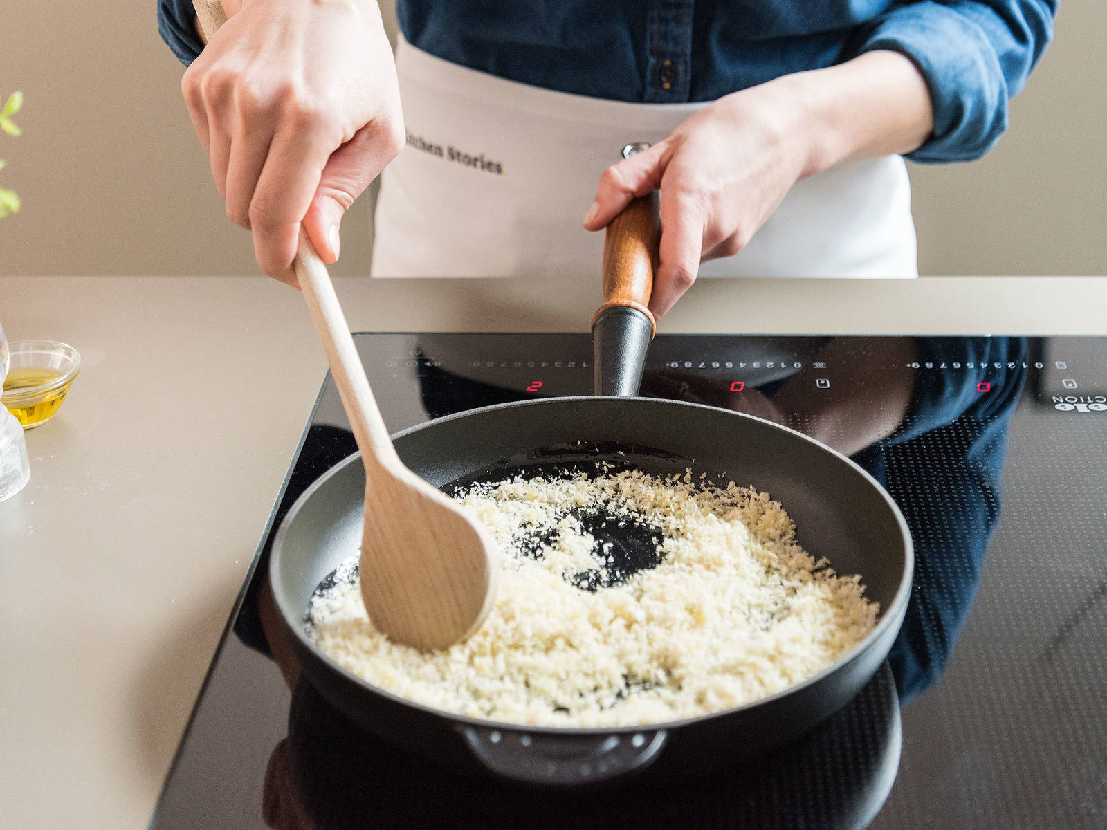 Heat olive oil in a frying pan, add panko and toast for approx. 2 – 3 min. until golden brown. Set aside.