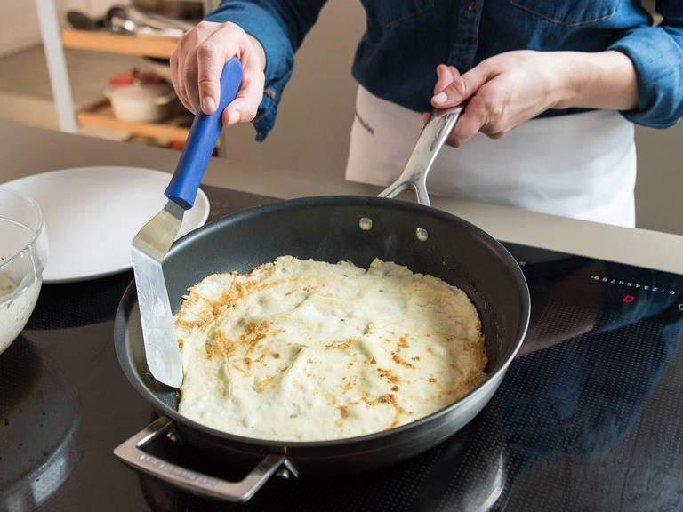 Melt butter in a frying pan over medium-high heat and cook crêpes for approx. 1 min. per side until golden brown.