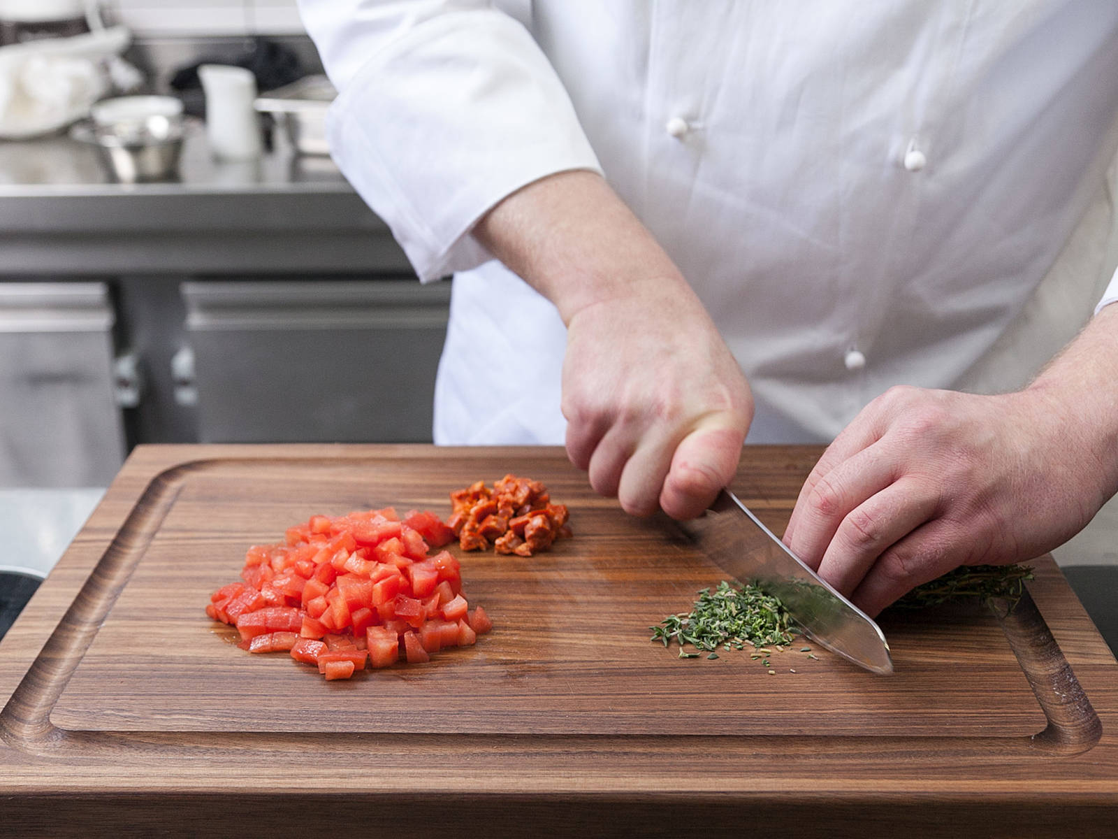 Peel tomatoes and cut into quarters. Remove core and dice. Peel and finely dice shallot. Finely dice chorizo. Remove half of thyme leaves from sprigs and chop.