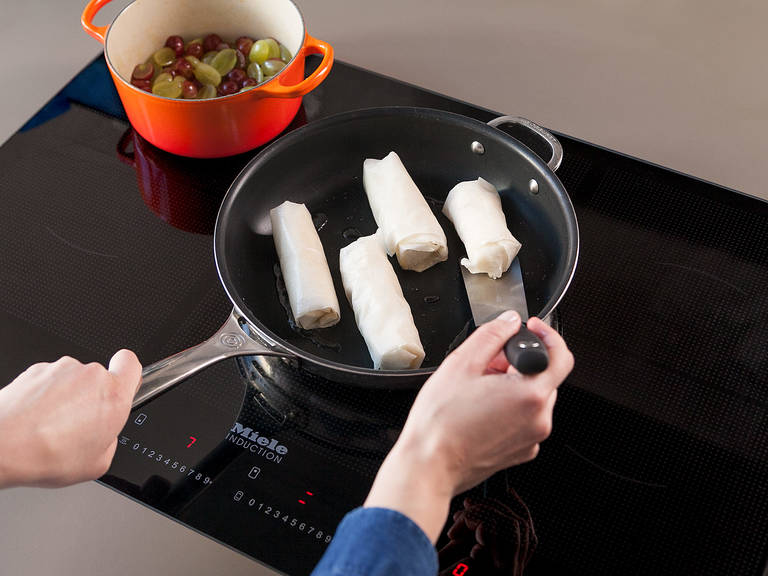 Add vegetable oil to a frying pan set over medium-high heat and heat for approx. 2 min. Fry pastry-wrapped camembert on each side for approx. 20 – 30 sec. until golden brown. Serve camembert with lamb's lettuce and grape chutney. Enjoy!