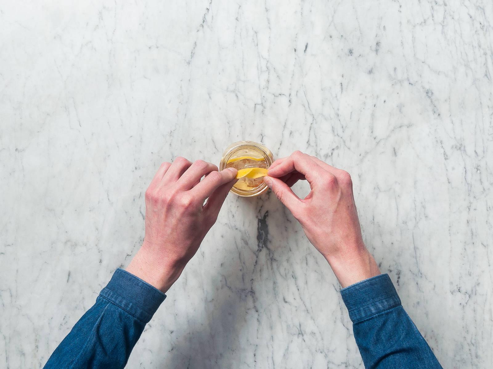 饰以柠檬皮或柠檬片。干杯!