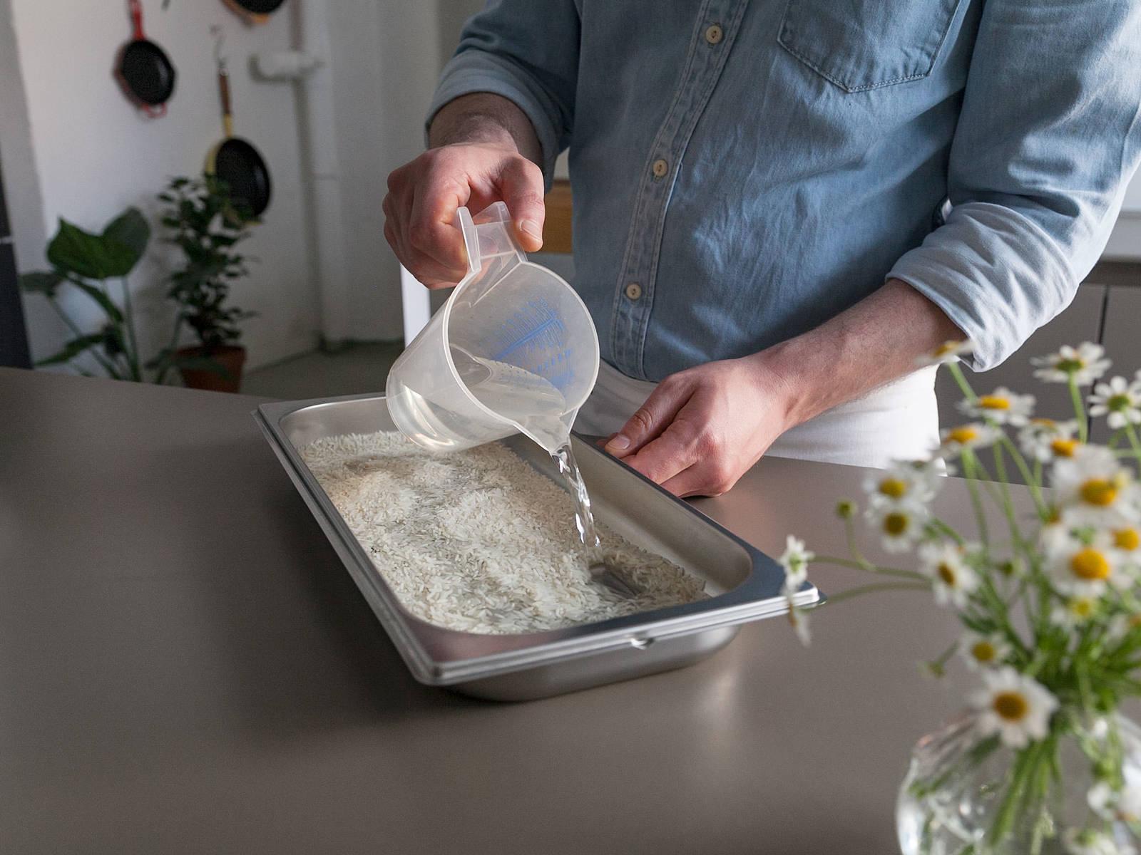 Basmatireis und Wasser in einen ungelochten Garbehälter geben und bei 100°C ca. 15 Min. dampfgaren.