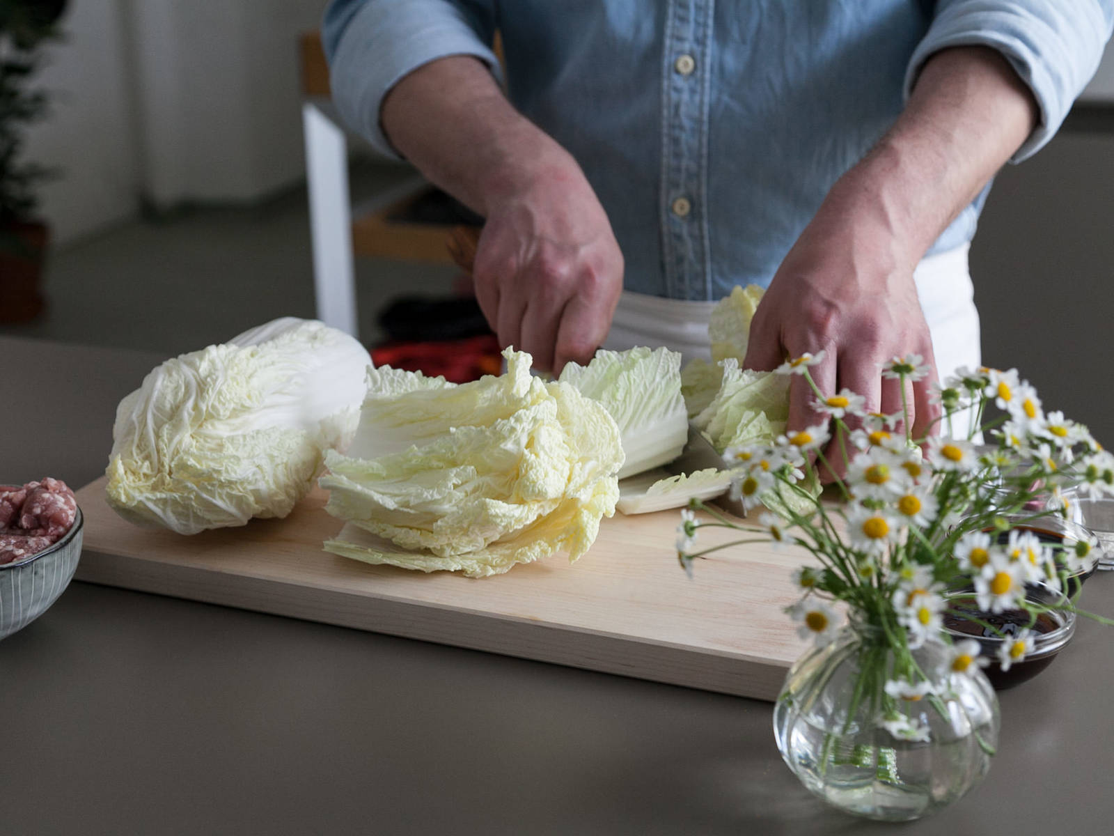 Peel and finely chop garlic, then set aside. Finely slice green onions and set aside, as well. Wash Chinese cabbage, cut off stem, and remove outer, dry leaves. According to serving size, remove some whole leaves for the cabbage rolls. Finely chop remaining inner leaves.