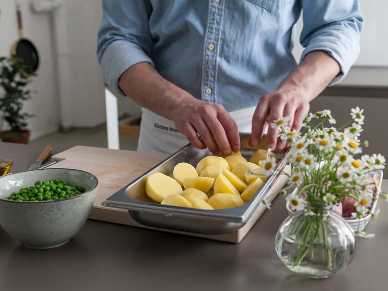 Kartoffeln schälen, halbieren und in einem gelochten Garbehälter verteilen. In den Garraum schieben und bei 100°C ca. 20 Min. dampfgaren.