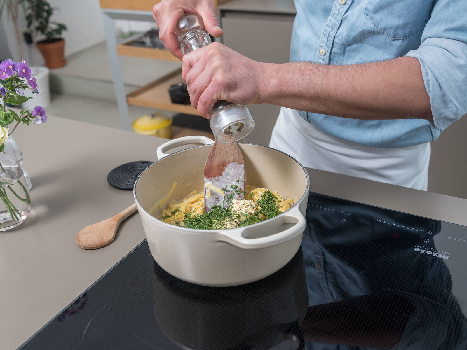 Bring water to a boil. Add salt and fettucine and cook until al dente. Drain cooked fettucine and add to the cream sauce. Toss to combine. Put the saucepan back on the heat, add chopped parsley and butter, and toss again to coat.