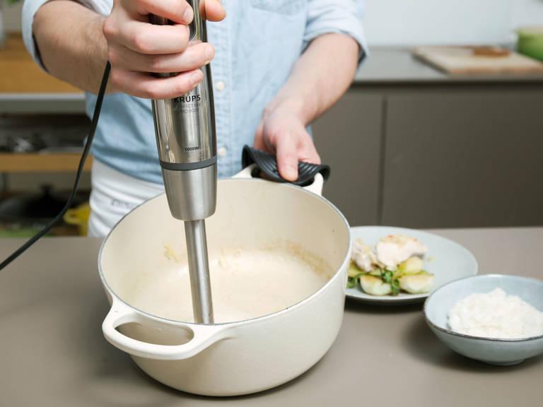 在上菜前,用手持搅拌机制作酱汁。将鸡胸肉佐以米饭、白菜和酱汁享用。饰以香菜。祝好胃口!