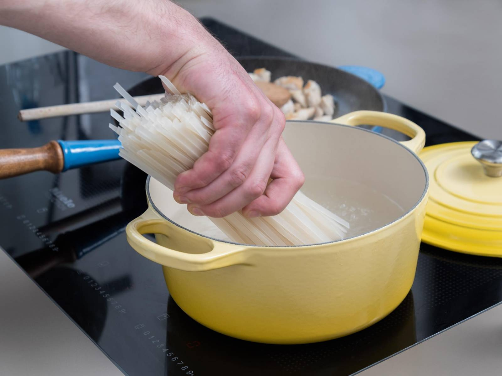 Add salted water to a large saucepan and bring to a boil. Add rice noodles and cook for approx. 8 – 10 min. Drain and add rice noodles to mixing bowl.