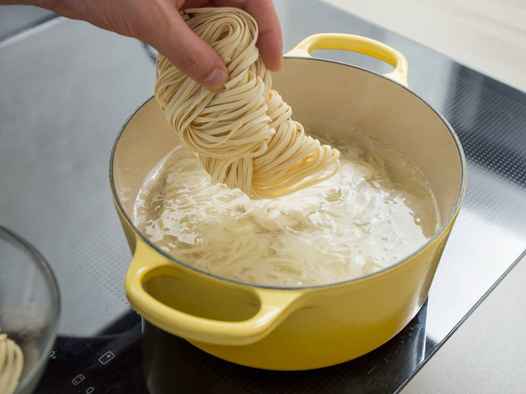 Add water to a large saucepan and bring to a boil. Add egg noodles and cook for approx. 6 – 8 min., or until al dente. Drain and set aside in a bowl with cold water.
