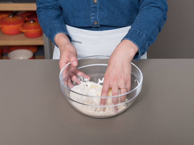 In a large bowl, combine most of the flour, almond flour, a quarter of the sugar, and salt. Add the cold butter and rub it into the flour mixture with your fingertips until it resembles a coarse meal. Add cold water and mix with hands, lightly kneading the dough in the bowl until it forms a ball. Flatten the ball into a square and wrap in plastic. Chill in the refrigerator for approx. 1 hr.