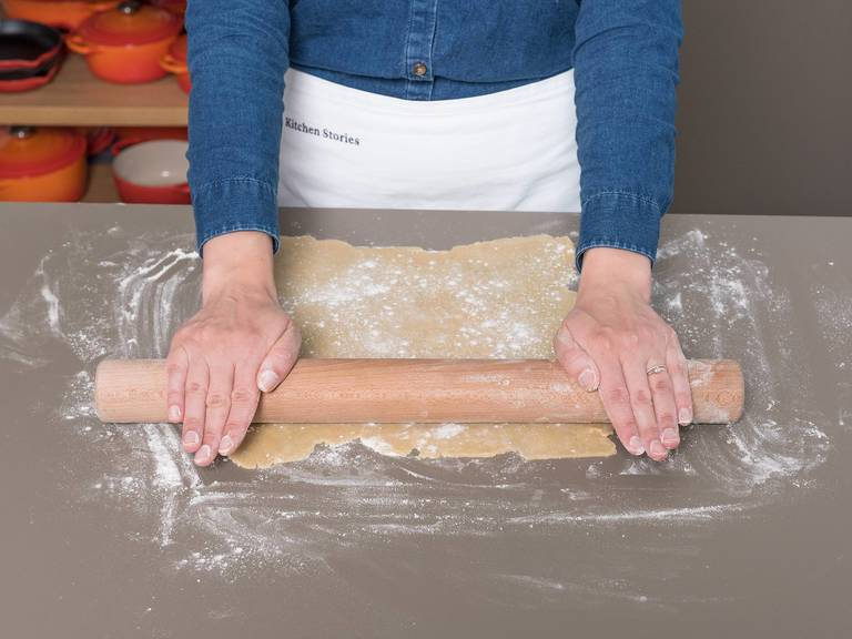 Preheat oven to 200°C/400°F. Remove the dough from the refrigerator and let it sit for approx. 5 min. at room temperature. On a lightly floured work surface, roll out dough to a 30-cm/12-in square. Carefully transfer the dough to a baking sheet lined with parchment paper. Spread mascarpone filling over the dough in an even layer, leaving a border around the edges.