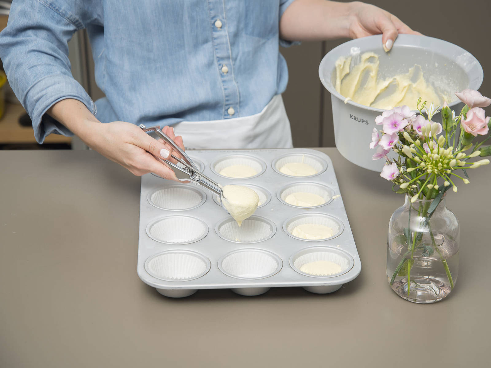 Alternate adding flour mixture and milk to batter. Mix briefly until dough just comes together. Use an ice cream scoop to add an even amount of batter to each cupcake liner. Bake at 175°C/350°F for approx. 18 – 20 min., or until a toothpick inserted into the center of each cupcake comes out clean. Let cool completely.