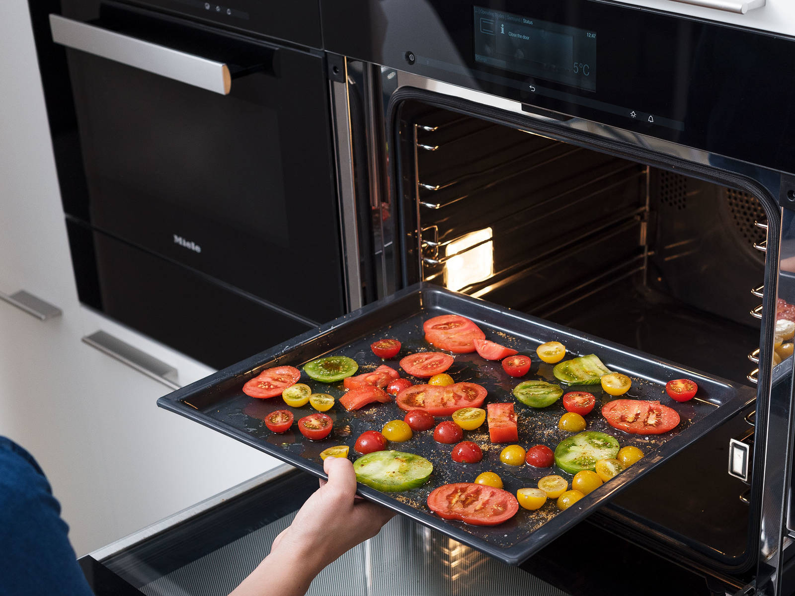 Preheat oven to 175°C/350°F. Depending on size, slice or halve the tomatoes and lay half of them them on a baking sheet, and sprinkle with olive oil, sugar, and some salt. Roast the tomatoes on the middle rack of the oven for approx. 35 – 45 min., or once caramelized and slightly shriveled. Set aside to cool.
