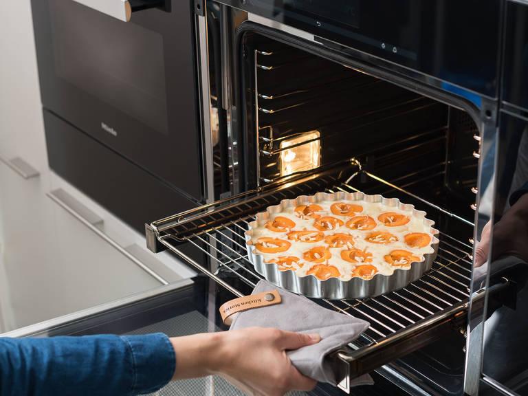 Bei 200°C auf der unteren Schiene ca. 45 Min. backen, oder bis der Teig goldbraun ist. Abkühlen lassen und anschließend mit Puderzucker bestäuben und servieren. Guten Appetit!
